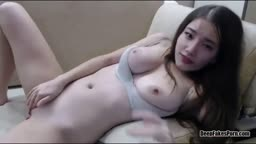 THIS KOREAN CHICK IS HOT