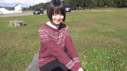 純朴な黒髪美少女18歳