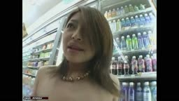 【ガチ露出】コンビニ フェラ Japanese Girl With Nice Tits Showing It All In A Convenience Store